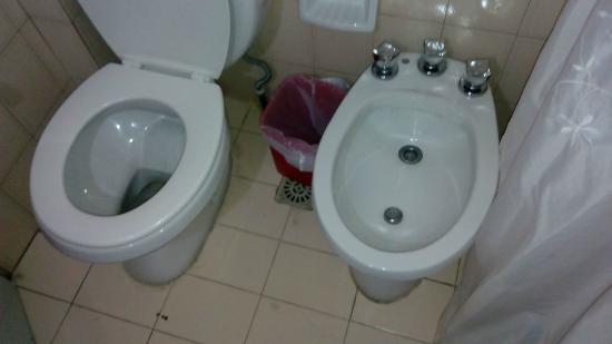 Exclusive Apart Hotel Mendoza: El aviso dice algo así como baño amplio