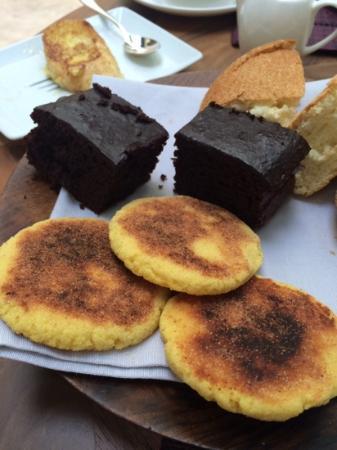 Riad 72: breakfast cakes!