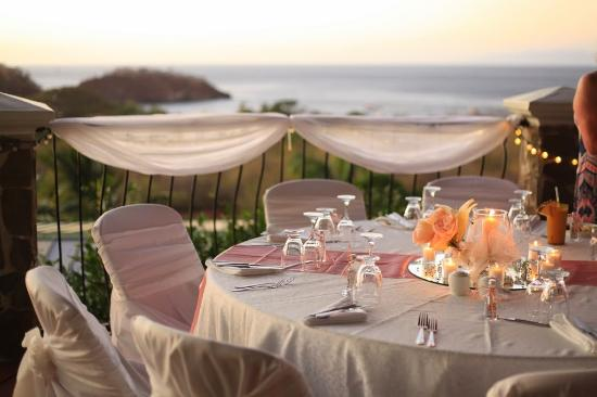 Barefoot Vacation Villas: The reception area on the deck where the staff elegantly created for our wedding