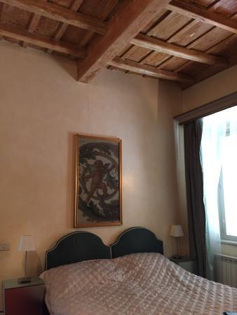 Residenza al Corso: Soffitto alto in travi in legno