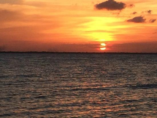 Cerros Beach Resort: Sunset from the pier