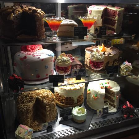 Lasswade, UK: Cake cabinet
