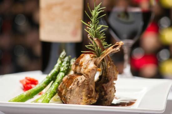 Cafe Venice: New Zealand Rack of Lamb