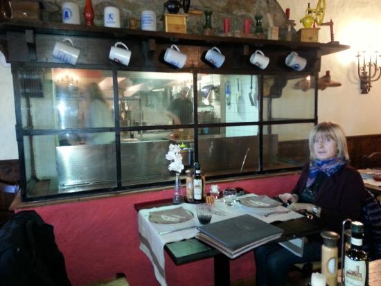 Al tavolo con la cucina a vista picture of ristorante for Ristorante la vista