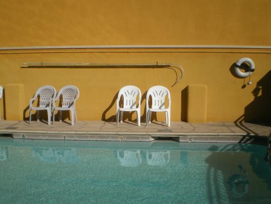 Knights Inn Downtown Albuquerque: la piscine était propre mais glaçé en octobre