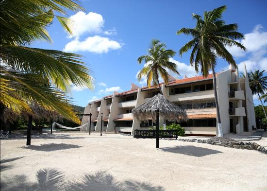 Mill Harbour Beach Resort: View of the hotel from the beach