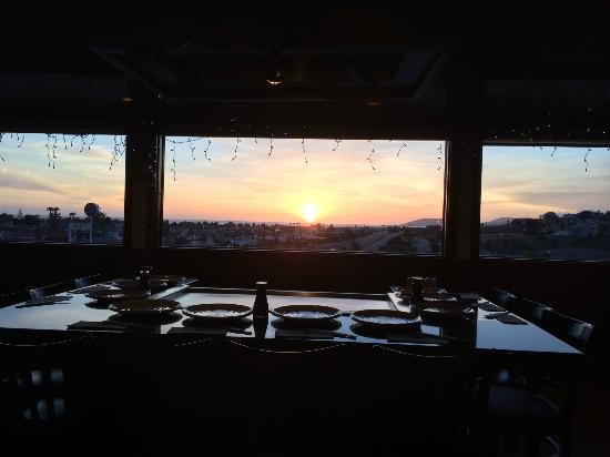 Yanagi Sushi & Grill: The view at sunset out the window across one of the Teppanyaki tables