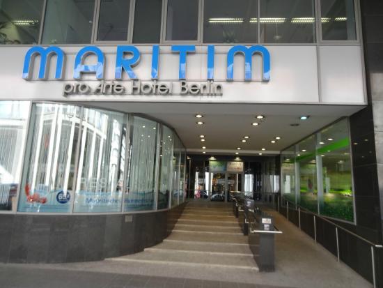 Maritim proArte Hotel Berlin: Hoteleingang Friedrichstraße