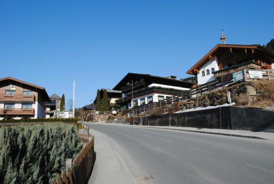 Pension Austria Kaprun: по дороге в отель