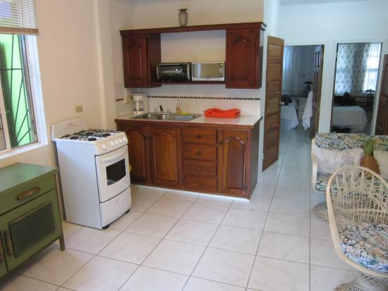 Coconut Row Guest House: Kitchen in Casa Blanca