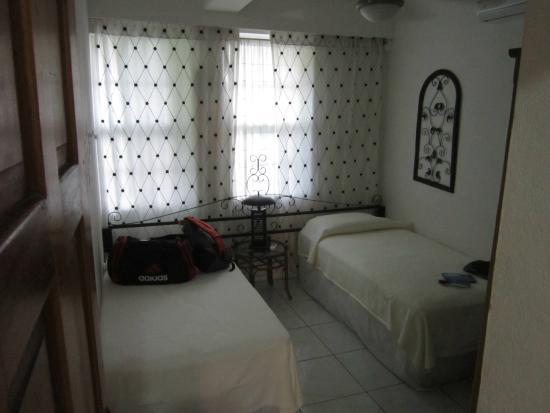 Coconut Row Guest House: 2nd bedroom in Casa Blanca