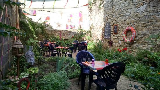 Le jardin du Quai Neuf - Photo de LE QUAI NEUF, Quimper ...