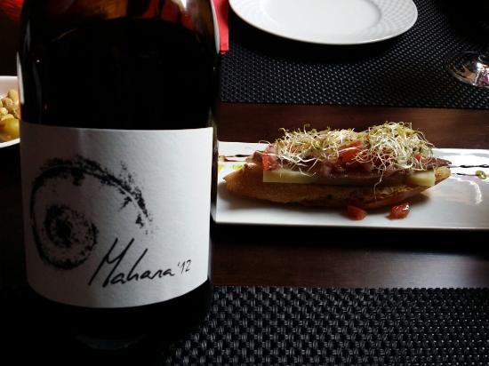 Restaurante Las Trebedes: Tosta de Anchoa~Vino Mahara de SanFernando~Pulpo gallega~Cochinillo frito~Puro de hojaldre
