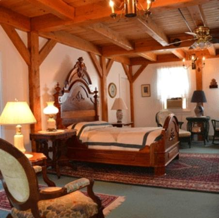 Haan's 1830 Inn: Timeless Luxury: The Gov. Lewis Cass Suite