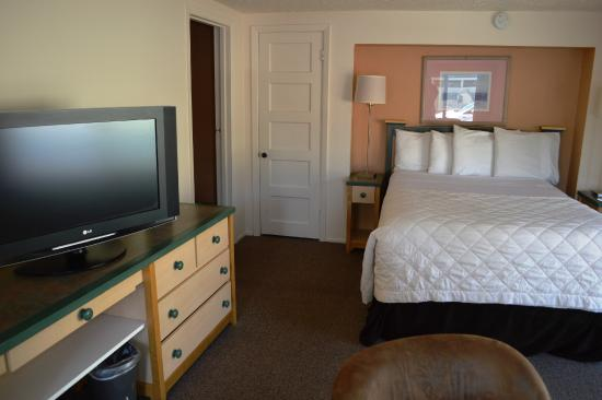City Center Motel: Queen room with kitchen