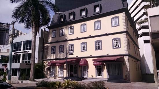 Hotel DeVille: Entrance