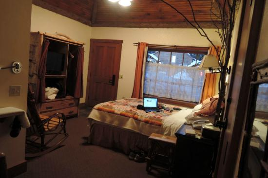 Finger Lakes Lodging: my room