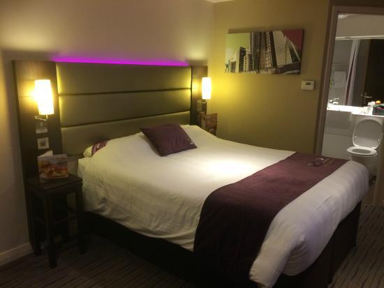 Premier Inn Manchester (Denton) Hotel: Bed