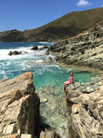 Philipsburg, St Martin / St Maarten: Sheltered pool along the rugged coast
