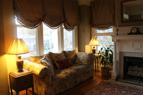 Southern Comfort Bed and Breakfast: Beautiful historic home