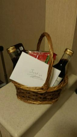 Hilton Garden Inn Flagstaff: Gift basket!