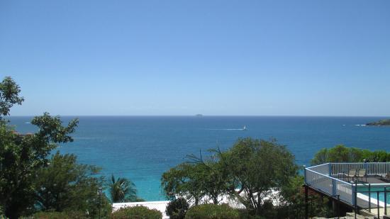 Paradise Cove Oceanfront Villas & Suites: Вид с территории отеля