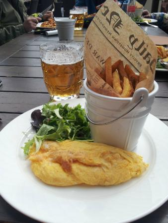 Hotel Le Portetta : Omelette and hand cut chips for €11 (not on menu).