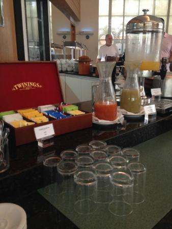 Mercure Salvador Pituba: Chás importados e três opções de suco no café
