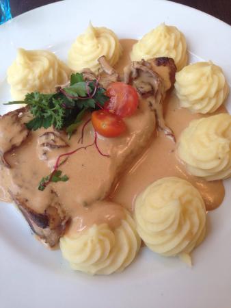 Le Sancerre: Vitello con salsa ai funghi e purè