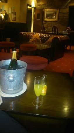Alyth Hotel: lounge