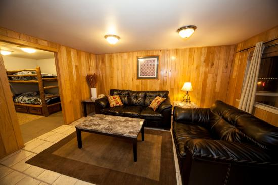 Log Cabin Lodge And Suites 75 9 Updated 2018 Prices Motel Reviews Jones Mills Pa Tripadvisor