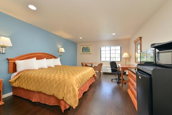 Americas Best Value Inn & Suites: King Room with Wood Floor