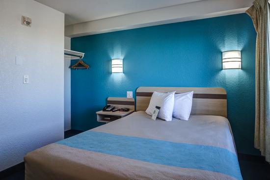 Motel 6 Grande Prairie: mQueen Room 1