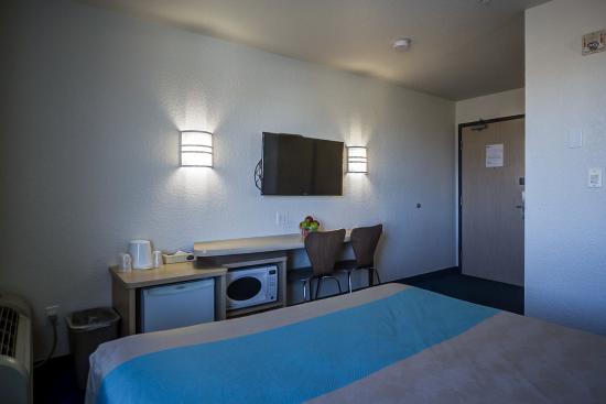 Motel 6 Grande Prairie: mQueen room 2