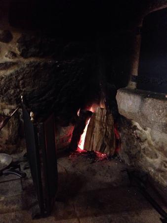 A Casa Vella da Rivera: La acogedora chimenea