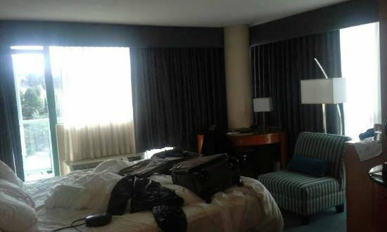 Executive Plaza Hotel Coquitlam: Spacious Corner Room