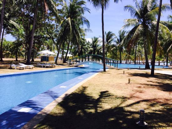 Cordova Reef Village Resort : Expensive massage 1,500 �� Pricy food and drinks but okay to relax.