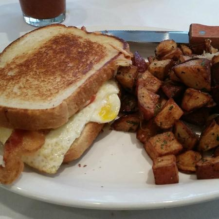 Annie's Cafe & Bar: Fried Egg Sandwich and Potatoes