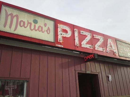 Maria's Pizzaria: Front entrance