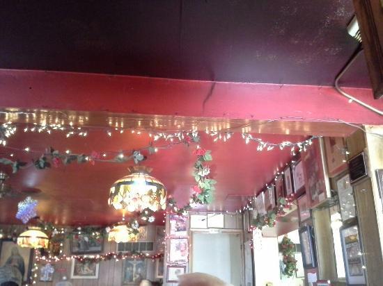 Maria's Pizzaria: Inside