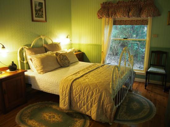 Telegraph Retreat: the bedroom