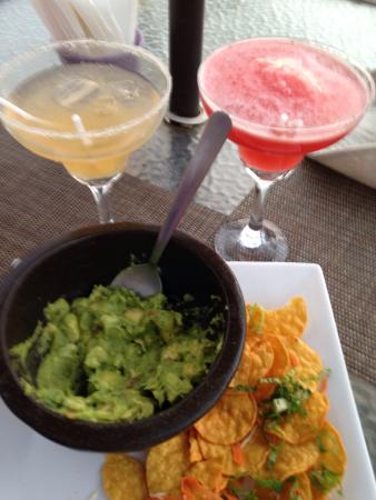 Happy hour margaritas and guacamole app picture of for Fresh fish company happy hour