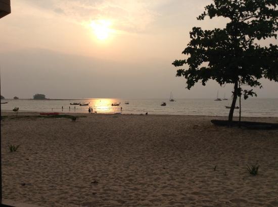 Dang Sea Beach Bungalow: Sunset