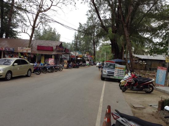 Dang Sea Beach Bungalow: Street Area