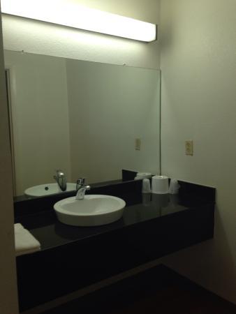 Bells, TN: Modern sink area