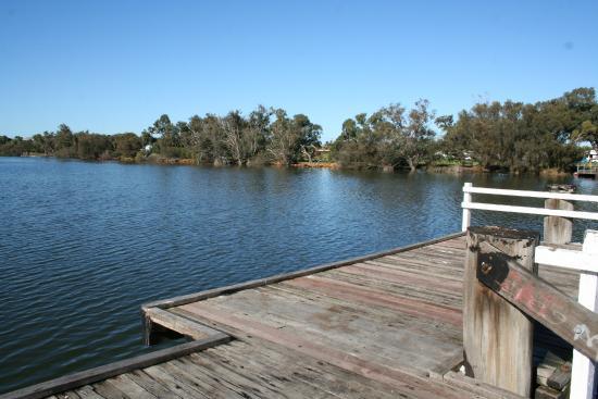 Riverside Cabin Park: Fishing Platform
