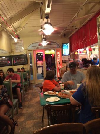 Papa's Pizza: Dining area