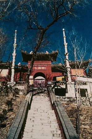 Longquan Temple: 108 steps to summit temple