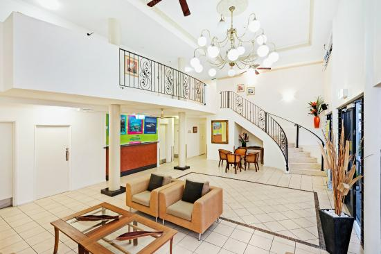 Cairns Queens Court: Four Star Foyer