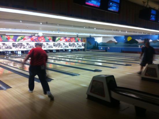 Bowling Barn : Interior